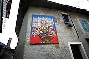 """Arcumeggia il paese dipinto in provincia di Varese. """"Cattedrale"""" di Albino Reggiori"""