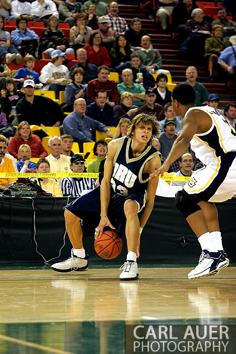 25 November 2005: ORU's Andrew Meloy crosses over in Oral Roberts University 70-73 loss to Marquette University at the Great Alaska Shootout in Anchorage, Alaska