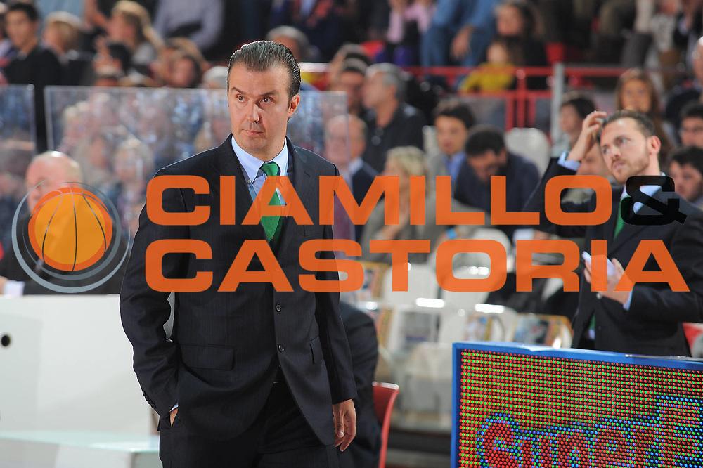 DESCRIZIONE : Varese Lega A 2010-11 Cimberio Varese Montepaschi Siena<br /> GIOCATORE : Coach Simone Pianigiani<br /> SQUADRA : Montepaschi Siena<br /> EVENTO : Campionato Lega A 2010-2011<br /> GARA : Cimberio Varese Montepaschi Siena<br /> DATA : 30/10/2010<br /> CATEGORIA : Ritratto<br /> SPORT : Pallacanestro<br /> AUTORE : Agenzia Ciamillo-Castoria/A.Dealberto<br /> Galleria : Lega Basket A 2010-2011<br /> Fotonotizia : Varese Lega A 2010-11 Cimberio Varese Montepaschi Siena<br /> Predefinita :