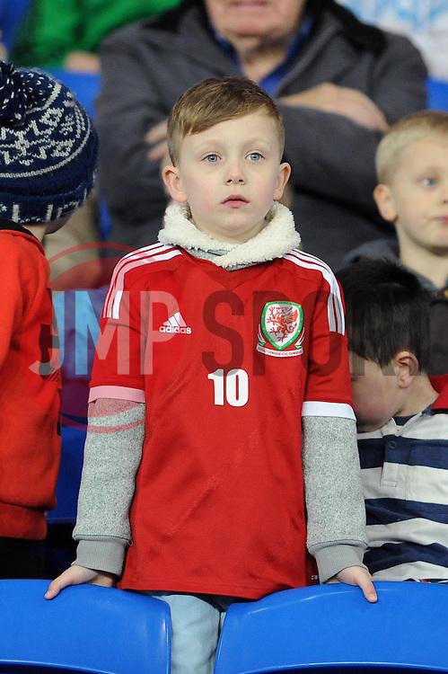 A young welsh fan - Photo mandatory by-line: Dougie Allward/JMP - Tel: Mobile: 07966 386802 03/03/2014 -