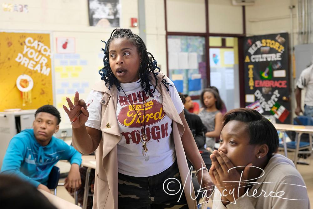 2018 LIFT Learning Community Teacher of the Year Jahara Davis  (English)
