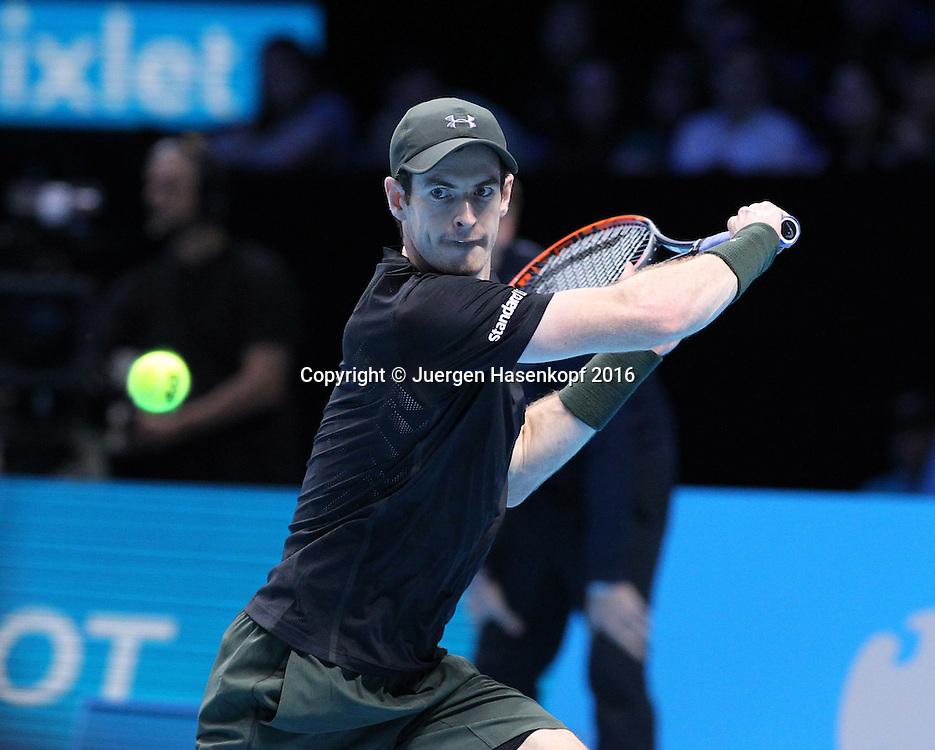 ANDY MURRAY (GBR) kommt auf den Platz, ATP World Tour Finals, O2 Arena, London, England.<br /> <br /> Tennis - ATP World Tour Finals 2016 - ATP -  O2 Arena - London -  - Great Britain  - 16 November 2016. <br /> &copy; Juergen Hasenkopf/Grieves
