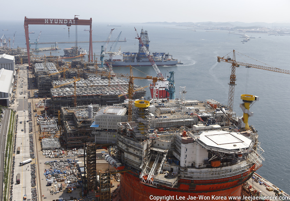 A FPSO (floating production storage & offloading) facility (front) is seen under construction at a shipyard of Hyundai Heavy Industries in Ulsan, about 410 km (255 miles) southeast of Seoul. Photo by Lee Jae-Won (SOUTH KOREA) www.leejaewonpix.com/