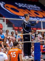 05-06-2016 NED: Nederland - Duitsland, Doetinchem<br /> Nederland speelt de laatste oefenwedstrijd ook in  Doetinchem en speelt gelijk 2-2 in een redelijk duel van beide kanten / Scheidsrechter Helene Geldof
