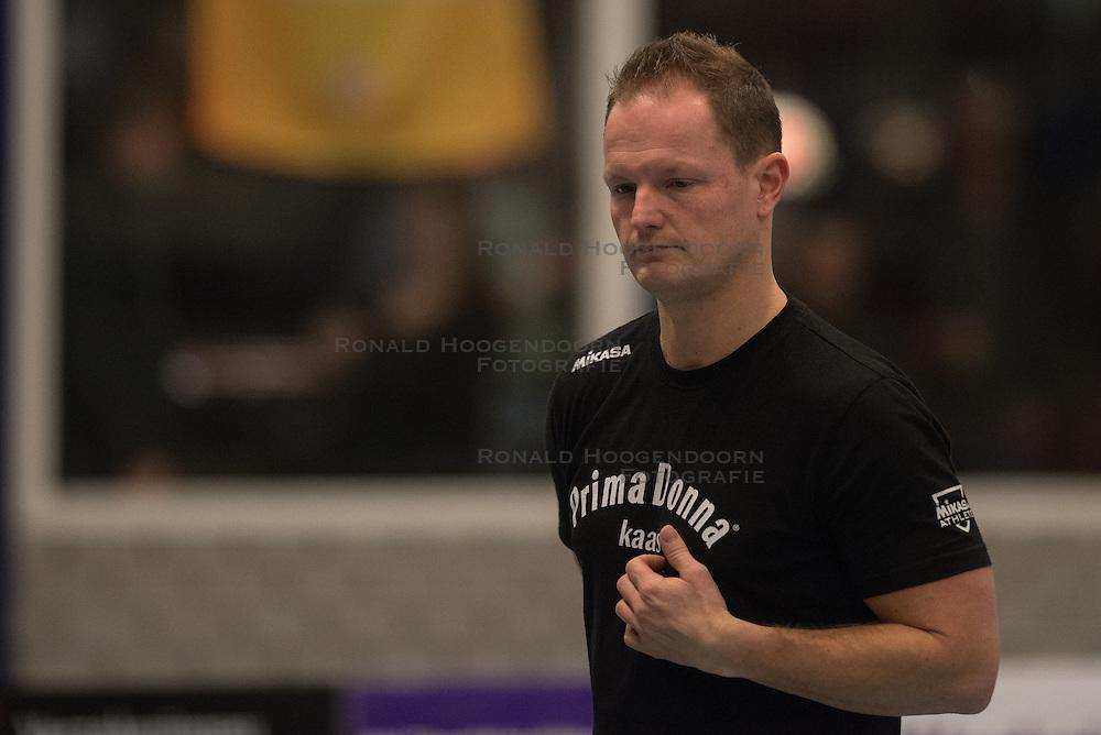 28-02-2015 NED: Oskam Taurus - PDK Huizen, Houten<br /> Taurus verslaat Houten met 3-1 en stevent af op het kampioenschap / Coach Elroy Bezemer