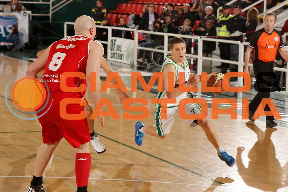 DESCRIZIONE : Avellino Lega A 2012-13 Sidigas Avellino Trenkwalder Reggio Emilia<br /> GIOCATORE : Jaka Lakovic<br /> CATEGORIA : palleggio<br /> SQUADRA : Sidigas Avellino<br /> EVENTO : Campionato Lega A 2012-2013 <br /> GARA : Sidigas Avellino Trenkwalder Reggio Emilia<br /> DATA : 14/04/2013<br /> SPORT : Pallacanestro <br /> AUTORE : Agenzia Ciamillo-Castoria/A. De Lise<br /> Galleria : Lega Basket A 2012-2013  <br /> Fotonotizia : Avellino Lega A 2012-13 Sidigas Avellino Trenkwalder Reggio Emilia