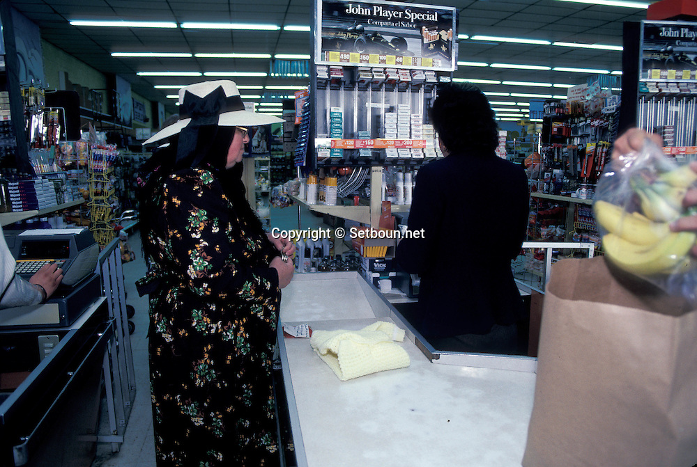 = Mexican menonites ,In supermarkets, culture clash 1s sometimes amazing.  Ciudad Ghautemoc  Mexico    +