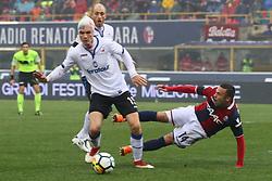 """Foto Filippo Rubin<br /> 11/03/2018 Bologna (Italia)<br /> Sport Calcio<br /> Bologna - Atalanta - Campionato di calcio Serie A 2017/2018 - Stadio """"Renato Dall'Ara""""<br /> Nella foto: MARTEN DE ROON (ATALANTA) VS FEDERICO DI FRANCESCO  (BOLOGNA)<br /> <br /> Photo by Filippo Rubin<br /> March 11, 2018 Bologna (Italy)<br /> Sport Soccer<br /> Bologna vs Atalanta - Italian Football Championship League A 2017/2018 - """"Renato Dall'Ara"""" Stadium <br /> In the pic: MARTEN DE ROON (ATALANTA) VS FEDERICO DI FRANCESCO  (BOLOGNA)"""
