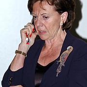 NLD/Amsterdam/20081113 - Uitreiking Prix de la Mode 2008, Neelie Kroes bellend