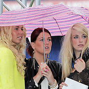 NLD/Rotterdam/20120615 - Verkiezing Miss Zuid-Holland 2012, fans en familieleden in de regen