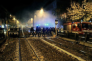 Roma 7 Novembre 2009.Incidenti dopo il corteo per ricordare Stefano Cucchi, il geometra romano, di 31 anni, morto il 22 ottobre dopo un arresto per droga da parte dei Carabinieri..Cassonetti incendiati in via Casilina.Rome, November 7, 2009.Bins on fire in Via Casilina during the manifestation for Stefano Cucchi, the surveyor Roman, age 31, died October 22 after an arrest for drug by Police...