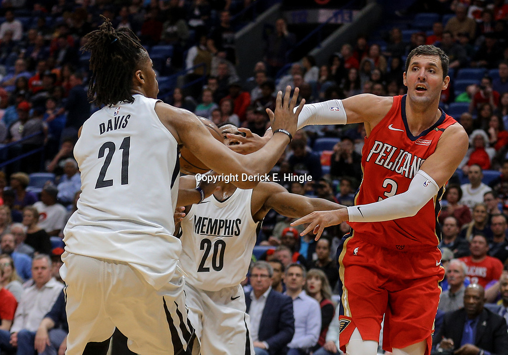 Apr 4, 2018; New Orleans, LA, USA; New Orleans Pelicans forward Nikola Mirotic (3) passes as Memphis Grizzlies center Deyonta Davis (21) and guard Marquis Teague (20) defend during the second half at the Smoothie King Center. The Pelicans defeated the Grizzlies 123-95. Mandatory Credit: Derick E. Hingle-USA TODAY Sports