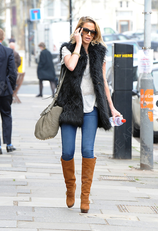 03.MARCH.2012. LONDON<br /> <br /> SARAH HARDING OUT AND ABOUT IN PRIMROSE HILL<br /> <br /> BYLINE: EDBIMAGEARCHIVE.COM<br /> <br /> *THIS IMAGE IS STRICTLY FOR UK NEWSPAPERS AND MAGAZINES ONLY*<br /> *FOR WORLD WIDE SALES AND WEB USE PLEASE CONTACT EDBIMAGEARCHIVE - 0208 954 5968*