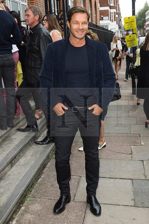 © Licensed to London News Pictures. 17/09/2016.  PAUL SCULFOR arrives for the JULIEN MACDONALD Spring/Summer 2017 show. Models, buyers, celebrities and the stylish descend upon London Fashion Week for the Spring/Summer 2017 clothes collection shows. London, UK. Photo credit: Ray Tang/LNP