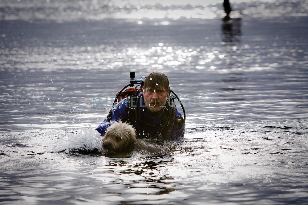 Arie van Bezooijen, maatvoerder bij BAM Civiel en vrijwilliger bij de hondenreddingsbrigade in Rotterdam, The Netherlands op 12 November, 2008. (Photo by Michel de Groot)