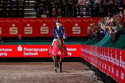 LYNCH Denis (IRL), GC Chopin's Bushi<br /> Leipzig - Partner Pferd 2020<br /> Siegerehrung<br /> Longines FEI Jumping World Cup™ presented by Sparkasse<br /> Sparkassen Cup - Großer Preis von Leipzig FEI Jumping World Cup™ Wertungsprüfung <br /> Springprüfung mit Stechen, international<br /> Höhe: 1.55 m<br /> 19. Januar 2020<br /> © www.sportfotos-lafrentz.de/Stefan Lafrentz