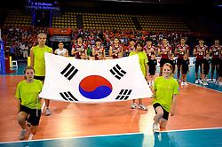 08-07-2010 VOLLEYBAL: WLV NEDERLAND - ZUID KOREA: EINDHOVEN<br /> Nederland verslaat Zuid Korea met 3-0 / Line up Korea voor volkslied - vlag<br /> ©2010-WWW.FOTOHOOGENDOORN.NL