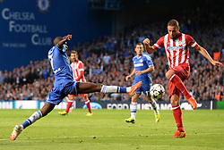 30.04.2014, Stamford Bridge, London, ENG, UEFA CL, FC Chelsea vs Atletico Madrid, Halbfinale, Rueckspiel, im Bild Chelsea's midfielder Ramires and Athletico Madrid's midfielder Arda Turan compete for the ball // Chelsea's midfielder Ramires and Athletico Madrid's midfielder Arda Turan compete for the ball during the UEFA Champions League Round of 4, 2nd Leg Match between Chelsea FC and Club Atletico de Madrid at the Stamford Bridge in London, Great Britain on 2014/05/01. EXPA Pictures © 2014, PhotoCredit: EXPA/ Mitchell Gunn<br /> <br /> *****ATTENTION - OUT of GBR*****