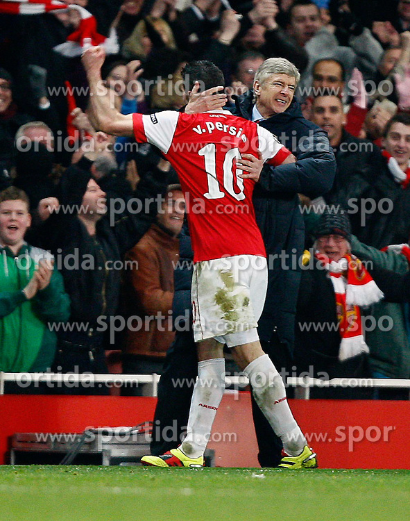 16.02.2011, Emirates Stadium, London, ENG, UEFA CL, FC Arsenal vs FC Barcelona, im Bild Arsenal's Robin van Persie celebrates his equaliser first with Arsenal's Samir Nasri and then joining a jubilant Arsenal's Manager Arsene Wenger   in Arsenal vs Barcelona for the UCL  ,Round of last 16, at the Emirates Stadium in London on 16/02/2011, EXPA Pictures © 2011, PhotoCredit: EXPA/ IPS/ Kieran Galvin +++++ ATTENTION - OUT OF ENGLAND/GBR and France/ FRA +++++