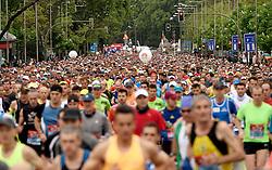 26-04-2015 NED: We Run 2 Change Diabetes NY 2015, Arnhem<br /> We run to change diabetes, training op de halve marathon van Madrid met de groep hardlopers van Novo Nordisk Spanje die op 1 november 2015 hun grenzen gaan verleggen in de marathon van New York / lopers massa, massa hardlopers