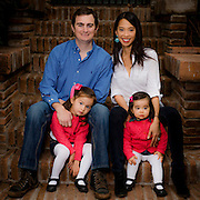 Fotografia Familiar, Alice Keh, Patricio Haristoy y sus hijas Sofia e Isabel. Santiago de Chile, 10-05-2014 (©Alvaro de la Fuente/Triple.cl)