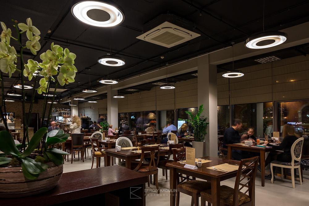 "Фотосъемка интерьера ресторана ""Napole"", Киев. Вечерняя съемка, главный зал."