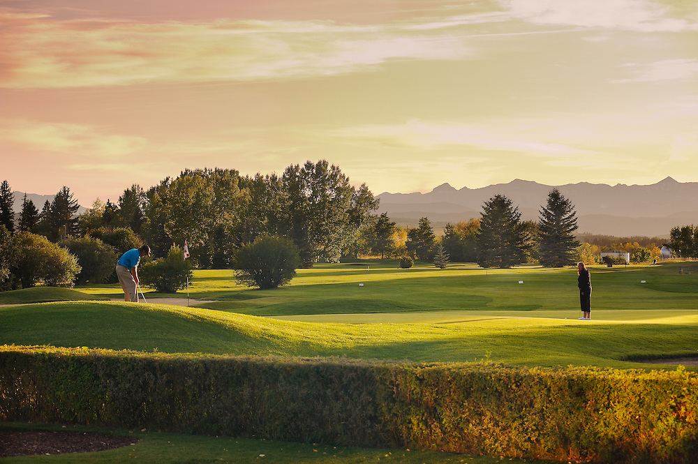Golf Course, golfing, golfers, sunset, fall, Black Diamond, Alberta.