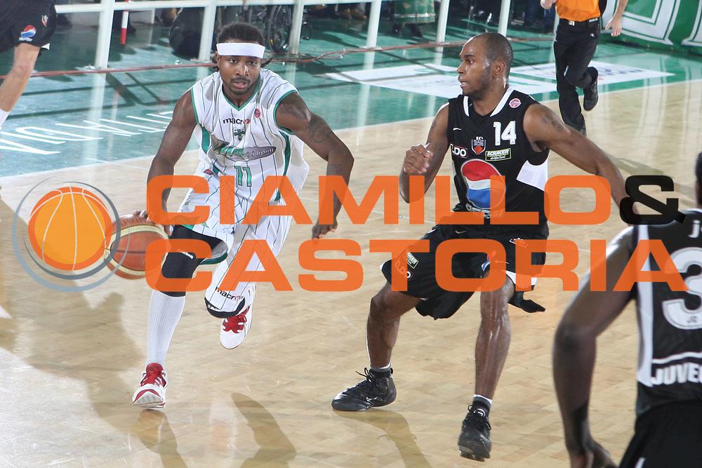 DESCRIZIONE : Avellino Lega A 2009-10 Air Avellino Pepsi Juve Caserta<br />GIOCATORE : Dee Brawn<br />SQUADRA : Air Avellino<br />EVENTO : Campionato Lega A 2009-2010<br />GARA : Air Avellino Pepsi Juve Caserta<br />DATA : 19/12/2009<br />CATEGORIA : Palleggio<br />SPORT : Pallacanestro<br />AUTORE : Agenzia Ciamillo-Castoria/G.Ciamillo<br />Galleria : Lega Basket A 2009-2010 <br />Fotonotizia : Avellino Campionato Italiano Lega A 2009-2010 Air Avellino Pepsi Juve Caserta<br />Predefinita :