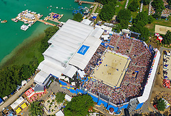 01.08.2015, Strandbad, Klagenfurt, AUT, A1 Beachvolleyball EM 2015, im Bild Übersicht auf die Beach Volleball Arena in Klagenfurt aus der Vogelperspektive, Aufgenommen mit einer Drohne, Luftbild // Overview on the Beach volleyball arena in Klagenfurt bird's-eye view, taken with a drone, Aerial view during the A1 Beachvolleyball European Championship at the Strandbad Klagenfurt, Austria on 2015/08/01. EXPA Pictures © 2015, EXPA Pictures © 2015, PhotoCredit: EXPA/ Mag. Gert Steinthaler