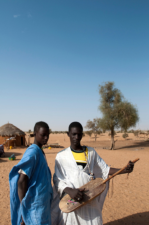 Two young men playing traditional music in their village..Kélébélé, Mauritania. 08/03/2011..Photo © J.B. Russell