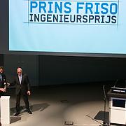 NLD/Enschede/20150318 - Prinses Beatrix en Prinses Mabel aanwezig bij uitreiking Prins Friso ingenieursprijs , Prinses Mabel, winnaar Allard van Hoeken, De medewerker van Bluewater Energy Services werd gekozen tot Ingenieur van het Jaar