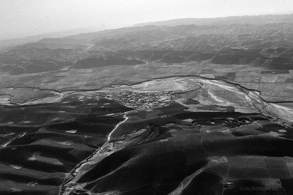 Paesaggio afghano visto da un blackawk americano lungo il viaggio verso la FOB Columbus di Bala Morghab