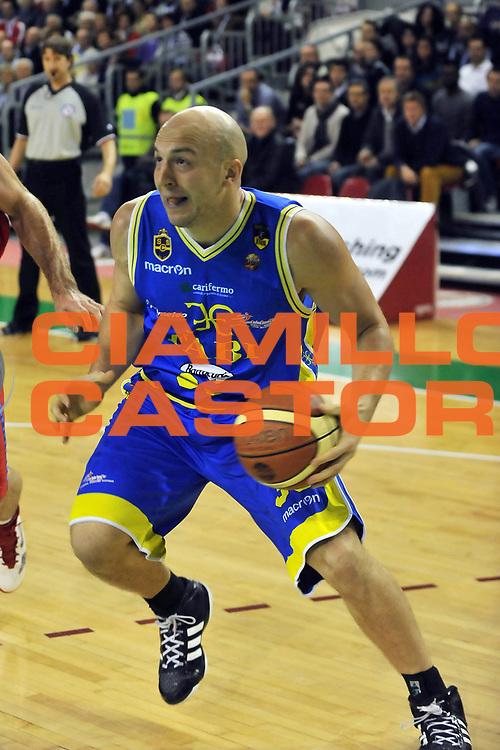 DESCRIZIONE : Casale Monferrato Lega A 2011-12 Novipiu Casale Monferrato Fabi Shoes Montegranaro<br /> GIOCATORE : Greg Brunner<br /> CATEGORIA :  <br /> SQUADRA : Fabi Shoes Montegranaro<br /> EVENTO : Campionato Lega A 2011-2012<br /> GARA : Novipiu Casale Monferrato Fabi Shoes Montegranaro<br /> DATA : 27/11/2011<br /> SPORT : Pallacanestro<br /> AUTORE : Agenzia Ciamillo-Castoria/M.Lussoso<br /> Galleria : Lega Basket A 2011-2012<br /> Fotonotizia :  Casale Monferrato Lega A 2011-12 Novipiu Casale Monferrato Fabi Shoes Montegranaro<br /> Predefinita :