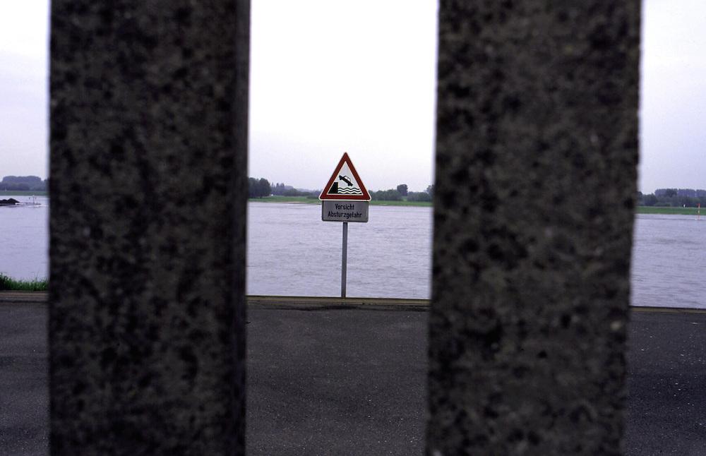 &copy;  christian  JUNGEBLODT.<br />Investitionsruine  AKW Schneller Br&uuml;ter Kalkar am Niederrhein (das Atomkraftwerk ging nie ans Netz)<br />&quot; Kernwasser Wunderland &quot; Hotel , Freizeitpark ( in Bau )<br />Gastronomie und Erlebnisrundgaenge .<br />NUCLEAR PLANT that never started working and today<br />is becoming  an amusement park...<br />Hier : Blick auf den Rhein ....<br />view outside on the river Rhine...