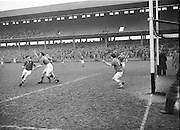 Neg No: 735/9958-9965...3041955IPHCF.03.04.1955...Interprovincial Railway Cup Hurling Championship - Final...Munster.06-08.Connacht.03-04.... . .