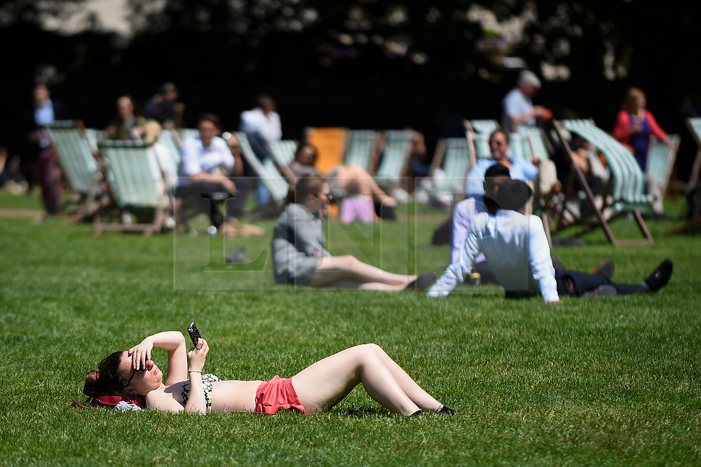 © Licensed to London News Pictures. 27/06/2019. LONDON, UK.  A woman sunbathes in the warm temperatures and sunshine in Green Park during lunchtime.  The forecast is for temperatures above 30C on Saturday.  Photo credit: Stephen Chung/LNP