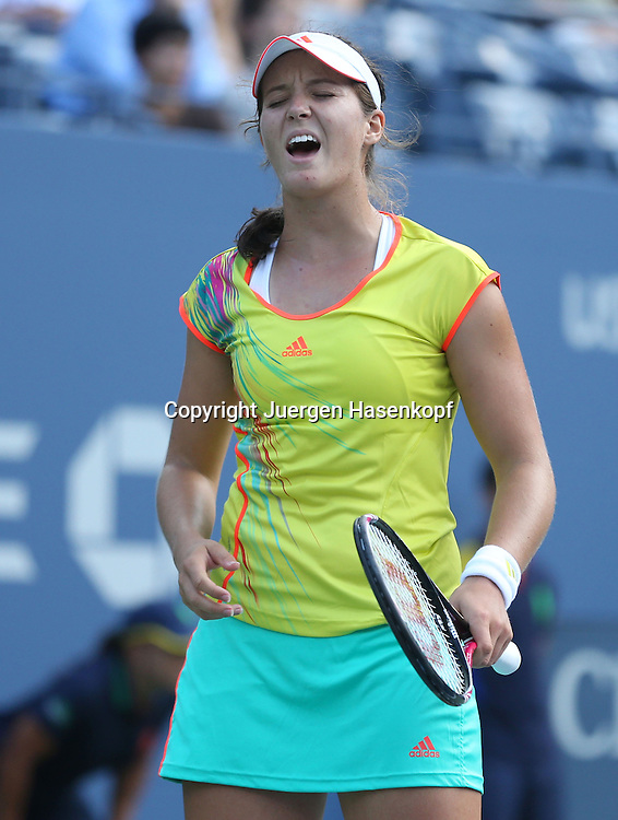 US Open 2012, USTA Billie Jean King National Tennis Center, Flushing Meadows, New York,.ITF Grand Slam Tennis Tournament ..Laura Robson (GBR) reagiert veraergert,Emotion,Einzelbild,.Halbkoerper,Hochformat,