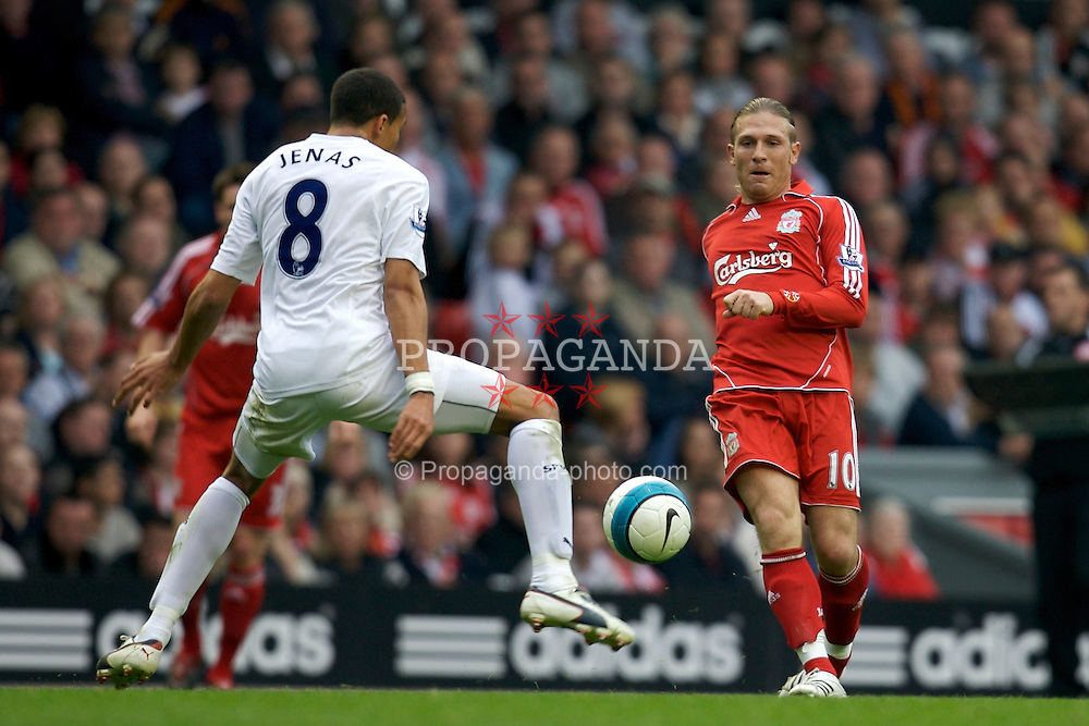Liverpool, England - Sunday, October 7, 2007: Liverpool's Andriy Voronin and Tottenham Hotspur's Jermaine Jenas during the Premiership match at Anfield. (Photo by David Rawcliffe/Propaganda)