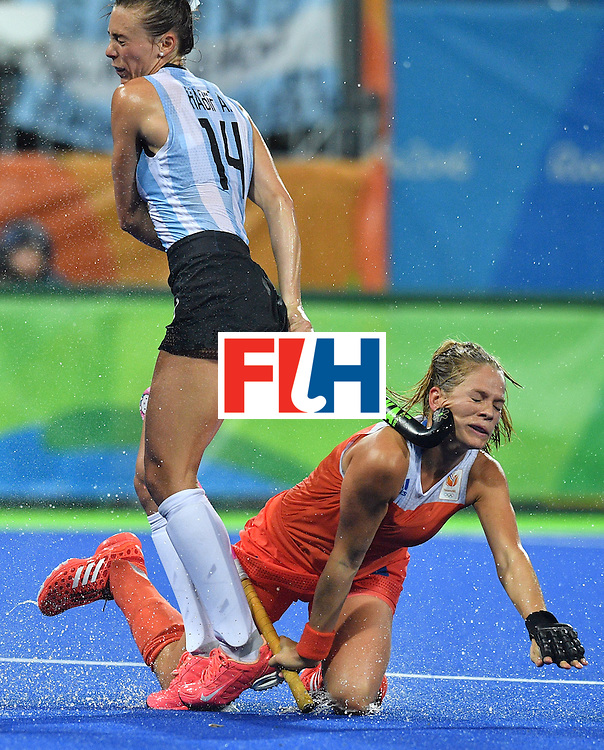 Netherland's Kitty van Male (R) is hit on the face by Argentina's Agustina Habif during the women's quarterfinal field hockey Netherland vs Argentina match of the Rio 2016 Olympics Games at the Olympic Hockey Centre in Rio de Janeiro on August 15, 2016.  / AFP / Carl DE SOUZA        (Photo credit should read CARL DE SOUZA/AFP/Getty Images)