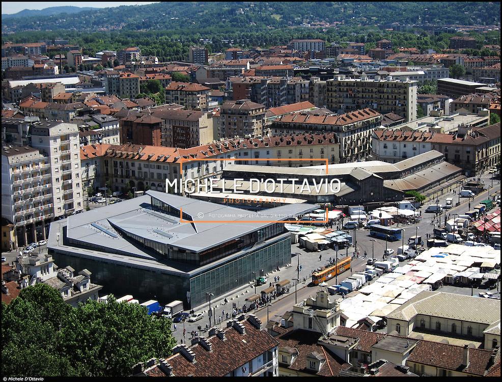 Porta Palazzo, il nuovo edificio progettato dall'architetto Massimiliano Fuksas, il PalaFuksas per l'appunto. Costruito nel luogo dove in precedenza sorgeva il Mercato dell'Abbigliamento,..