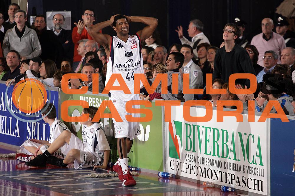 DESCRIZIONE : Biella Lega A1 2008-09 Angelico Biella Air Avellino<br /> GIOCATORE : Reece Gaines<br /> SQUADRA : Angelico Biella<br /> EVENTO : Campionato Lega A1 2008-2009<br /> GARA : Angelico Biella Air Avellino<br /> DATA : 15/02/2009<br /> CATEGORIA : Delusione<br /> SPORT : Pallacanestro<br /> AUTORE : Agenzia Ciamillo-Castoria/S.Ceretti<br /> Galleria : Lega Basket A1 2008-2009<br /> Fotonotizia : Biella Campionato Italiano Lega A1 2008-2009 Angelico Biella Air Avellino<br /> Predefinita :