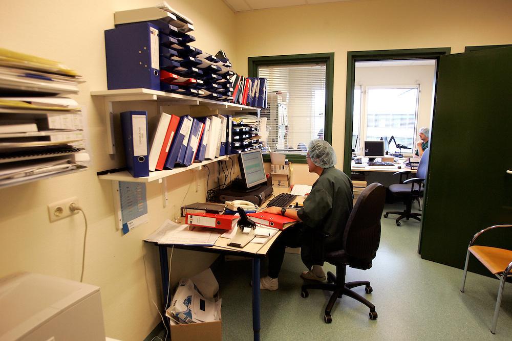 The Hague. Hospital. MCH. Medisch Centrum Haaglanden. Paperwork..Photo: Gerrit de Heus
