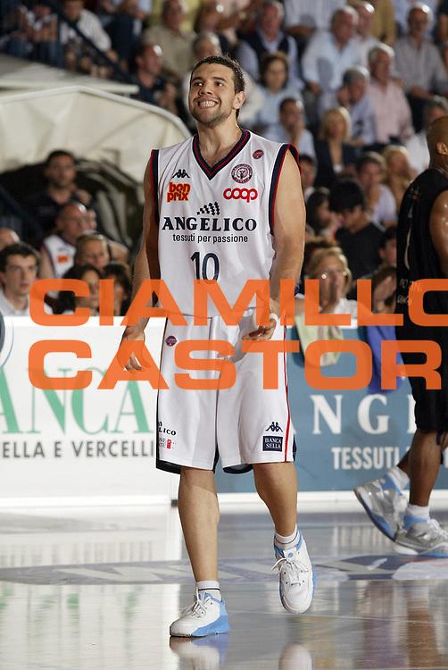 DESCRIZIONE : Biella Lega A1 2006-07 Playoff Quarti di Finale Gara 2 Angelico Biella VidiVici Virtus Bologna<br /> GIOCATORE : Antonio Porta<br /> SQUADRA : Angelico Biella<br /> EVENTO : Campionato Lega A1 2006-2007 Playoff Quarti di Finale Gara 2<br /> GARA : Angelico Biella VidiVici Virtus Bologna<br /> DATA : 20/05/2007 <br /> CATEGORIA : Delusione<br /> SPORT : Pallacanestro <br /> AUTORE : Agenzia Ciamillo-Castoria/G.Cottini