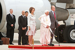 18.08.2011, Barajas Airport, Madrid, ESP, Papst Benedict XVI in Spanien, im Bild Pope Benedict XVI is accompanied by King Juan Carlos of Spain and Queen Sofia on his arrival at Barajas airport during World Youth Day 2011 celebrations in Madrid, Spain on 18/8/2011. EXPA Pictures © 2011, PhotoCredit: EXPA/ Alterphotos/ Billy Chappel +++++ ATTENTION - OUT OF SPAIN / ESP +++++