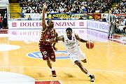 DESCRIZIONE : Venezia Lega A 2015-16 Umana Reyer Venezia - Sidigas Avellino<br /> GIOCATORE : Joe Regland Mike Green<br /> CATEGORIA : Controcampo Palleggio Fallo<br /> SQUADRA : Umana Reyer Venezia - Sidigas Avellino<br /> EVENTO : Campionato Lega A 2015-2016<br /> GARA : Umana Reyer Venezia - Sidigas Avellino<br /> DATA : 04/05/2016<br /> SPORT : Pallacanestro <br /> AUTORE : Agenzia Ciamillo-Castoria/G. Contessa<br /> Galleria : Lega Basket A 2015-2016 <br /> Fotonotizia : Venezia Lega A 2015-16 Umana Reyer Venezia - Sidigas Avellino