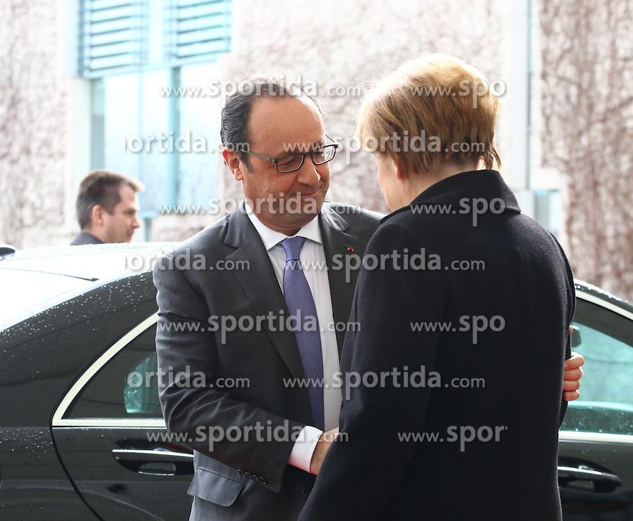 31.03.2015, Bundeskanzleramt, Berlin, GER, SPO, Staatsbesuch, Hollande, im Bild Francois Hollande, Staatspraesident Frankreich, wird von Bundeskanzlerin Angela Merkel (CDU) herzlich begruesst // POL during the 17th German- French Council of Ministers Bundeskanzleramt in Berlin, Germany on 2015/03/31. EXPA Pictures &copy; 2015, PhotoCredit: EXPA/ Eibner-Pressefoto/ Hundt<br /> <br /> *****ATTENTION - OUT of GER*****