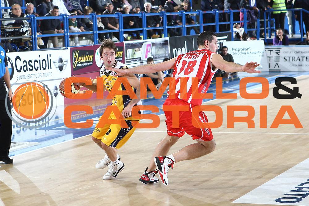 DESCRIZIONE : Porto San Giorgio Lega A 2010-11 Fabi Montegranaro Banca Tercas Teramo<br /> GIOCATORE : Daniele Cavaliero<br /> SQUADRA : Fabi Montegranaro<br /> EVENTO : Campionato Lega A 2010-2011<br /> GARA : Fabi Montegranaro Banca Tercas Teramo<br /> DATA : 02/01/2011<br /> CATEGORIA : palleggio<br /> SPORT : Pallacanestro<br /> AUTORE : Agenzia Ciamillo-Castoria/C.De Massis<br /> Galleria : Lega Basket A 2010-2011<br /> Fotonotizia : Porto San Giorgio Lega A 2010-11 Fabi Montegranaro Banca Tercas Teramo<br /> Predefinita :