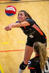 02-02-2019 NED: Regio Zwolle Volleybal - Sliedrecht Sport, Zwolle<br /> Round 16 of Eredivisie volleyball - Sliedrecht win the match 3-2 / Lotte Groninger #9 of Zwolle