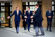 Koning Willem-Alexander en Lodewijk Asscher, minister van Sociale Zaken en Werkgelegenheid, tijdens