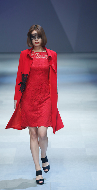 Daegu, South Korea. 7th March 2014. A model presents a creation by South Korean designer Chun Sang Doo during the 26th Daegu Collection, Daegu, South Korea, on Friday March 7, 2014.  ©Lee Jae-Won